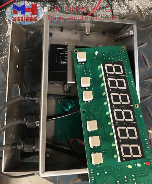 Thay pin cân điện tử